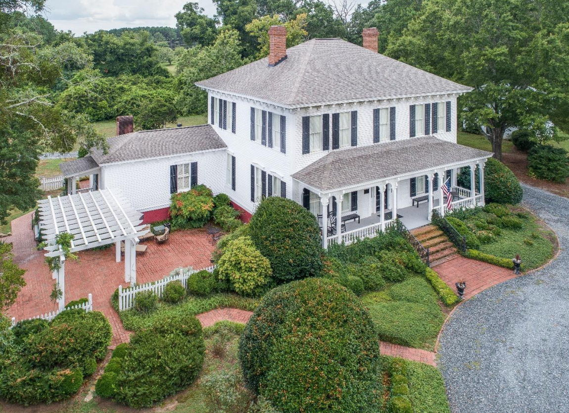 Welcome to Historic Brookfield Estate!